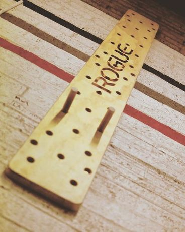 Дъска за катерене Rogue Peg Board