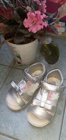 Скидка Новые сандали, детская обувь