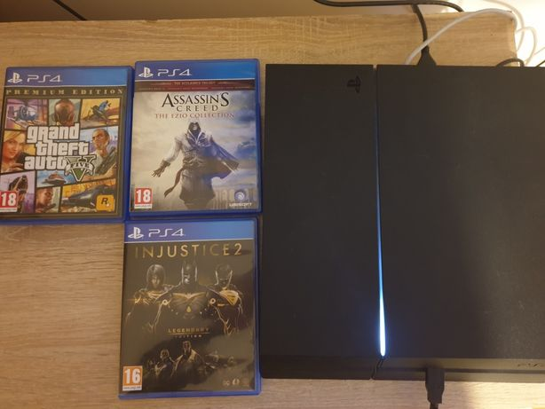 Playstation 4 500gb+2manete+3 jocuri