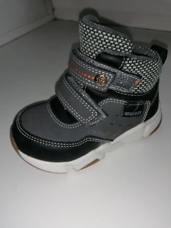 Продам утепленные кроссовки
