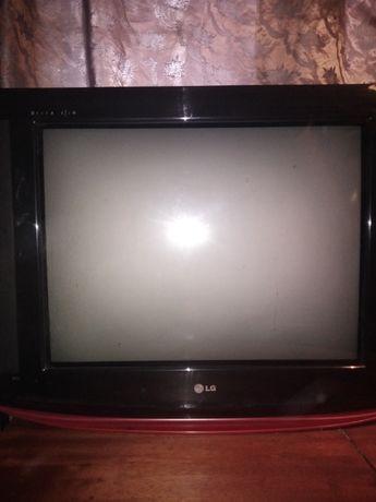2 телевизора LG и Sharp б.у. диагонали 69 см. и 35 см. . продам.