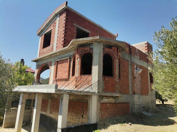 Самостоятелна къща на груб строеж в Лутра Елефтерон, Кавала