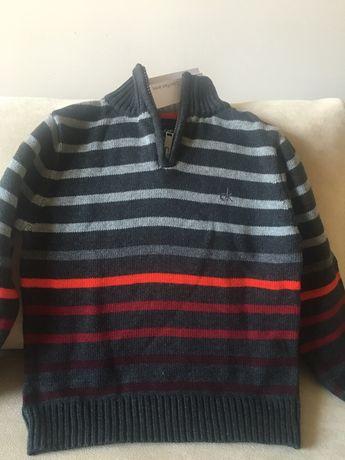 Пуловер на известната фирма Calvin Klein Jeans 100% вълна