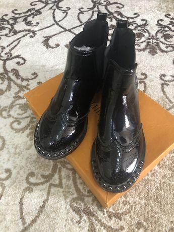 Лаковые ботиночки-челси