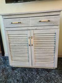 Кухненски шкаф със жалузни вратички