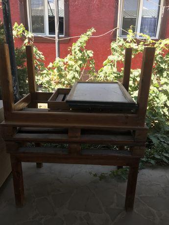 Деревынный стол + ящик