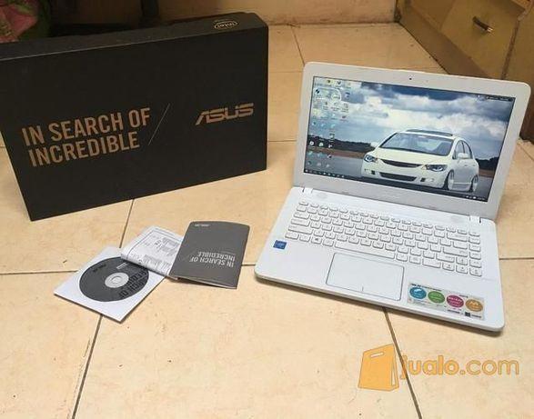 Vând laptop asus x541ua pentru piese