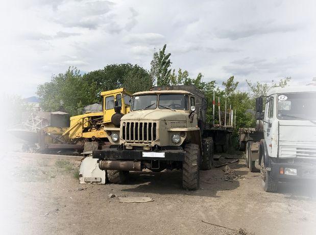 Продам Урал тягач с прицепом трубовозом