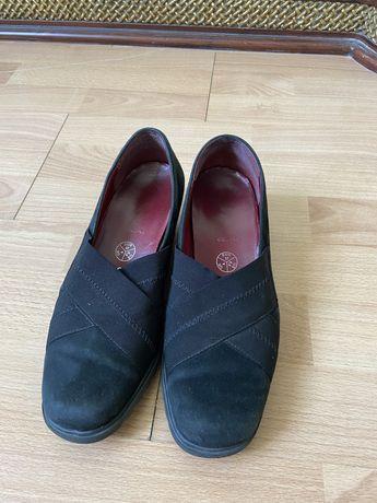 Мягкая обувь на небольшой танкетке