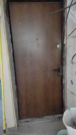 Железная входная дверь б/у