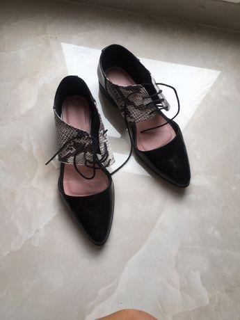 Обувки лак
