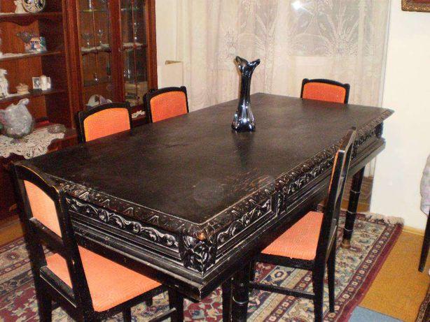 O masa foarte mare si 6 scaune ,o oglinda f.mare