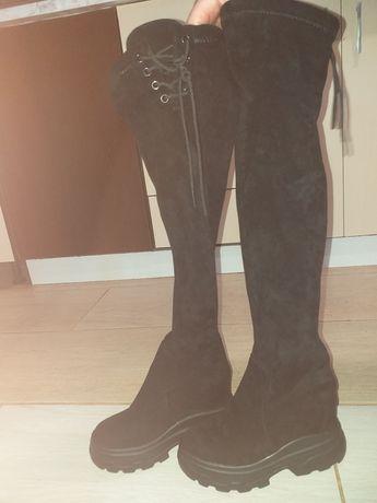 Cizme lungi peste genunchi
