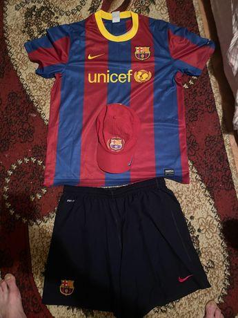 Оригинален екип на Фк Барселона размер L.