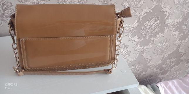 Женская сумочка в хорошем состоянии