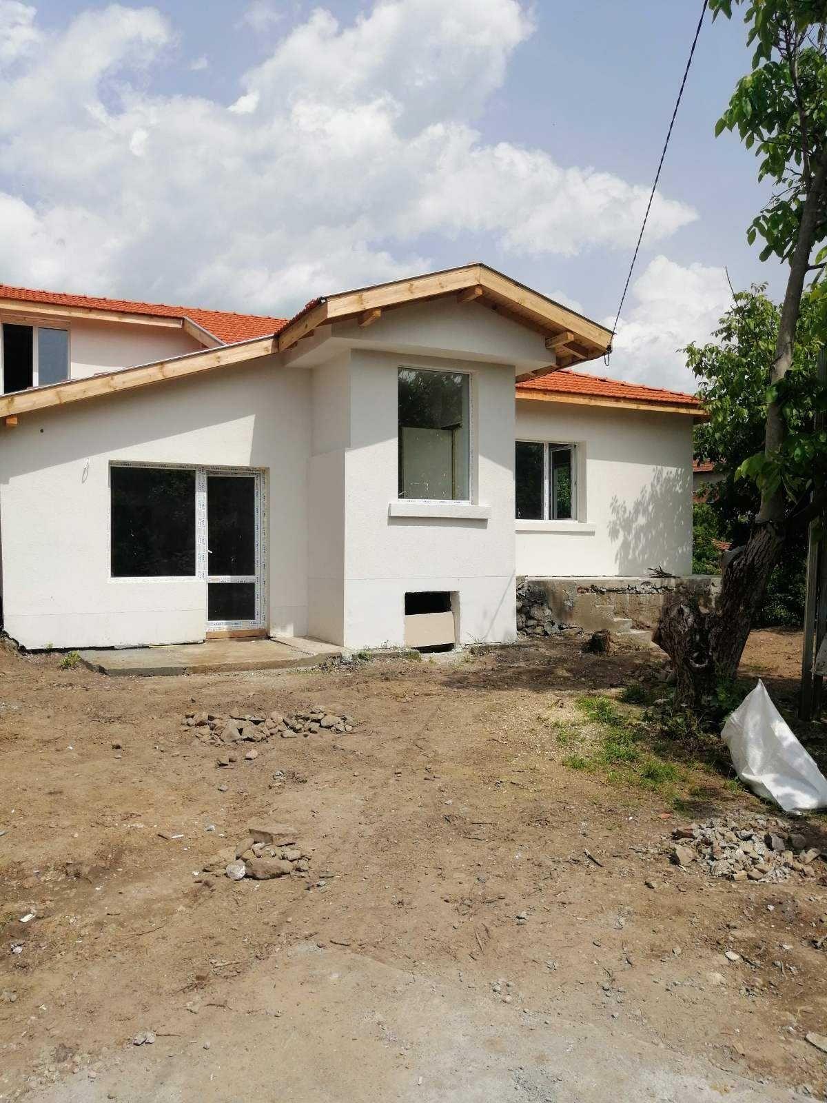 Къща в близост до язовир Огняново
