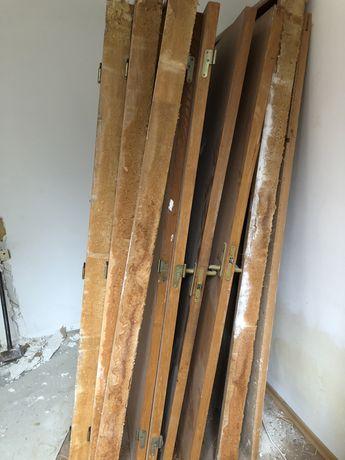 Usi de lemn furniruite