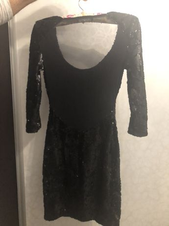 Vand rochița neagră Bershka , mărime s