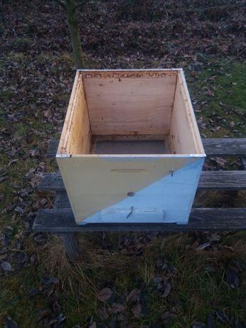 Vând cutii de stupi din lemn de brad!