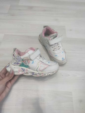 Продам детскую обувь разную