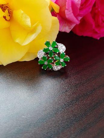 Inel floral cu radacina de smarald