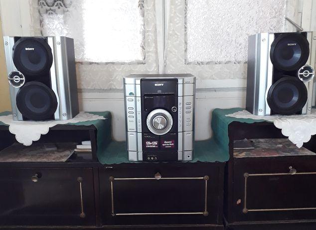 Vând combină muzicală Sony MHC-RG 222