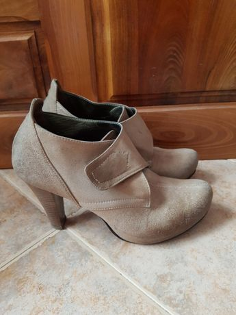 Обувки от велур