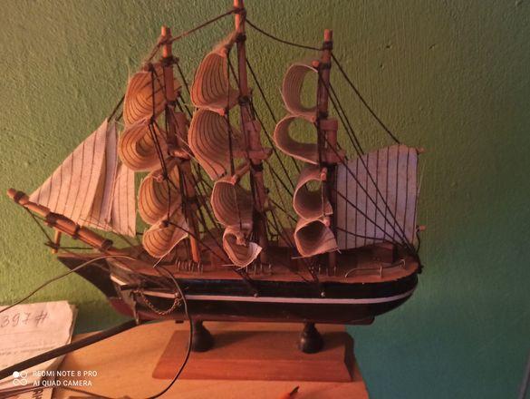 макетен дървен кораб