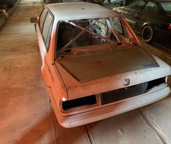 BMW E30 cu Rollcage