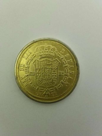 Moneda reprodusă 320 reales
