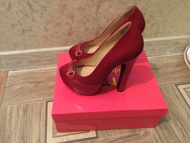 Новые туфли, на выход один раз