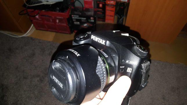 PENTAX K200 impecabil + obiective si accesorii