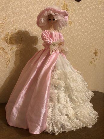 Куклы декоративные, с мелодийной шкатулкой.
