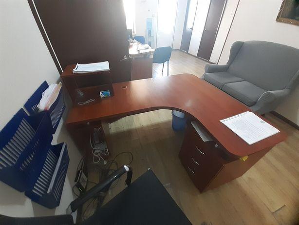 офисный рабочий стол