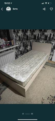 Шкаф для прихожей и кровать