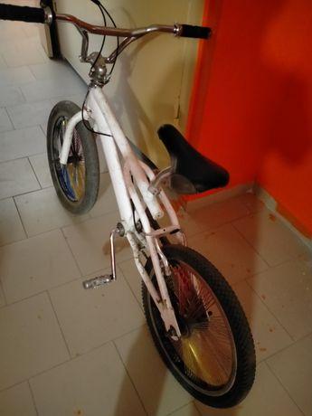 Велосипед, в комплект 3 покрышки, диски покрышки подходят на бмх