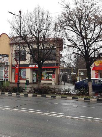 Vând 2 spatii comerciale + casa + teren ultracentral.