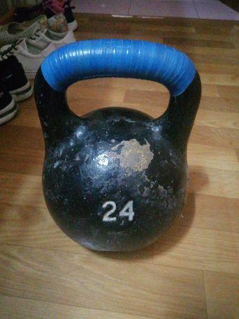 Меняю гирю 24 кг. и гантели по 5 кг на боксёрскую грушу  - мешок.