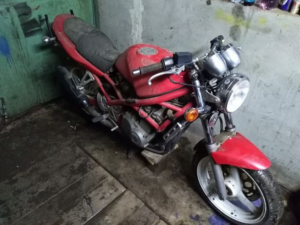 Dezmembrez Suzuki GSF 400