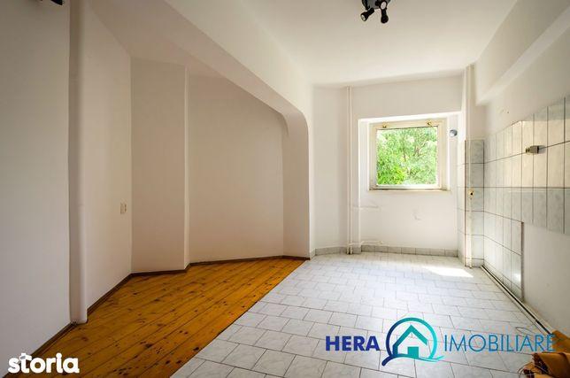 Apartament 4 camere 136 mp etaj 1 decomandat zona Alfa