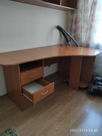 Продаю компьютерный стол
