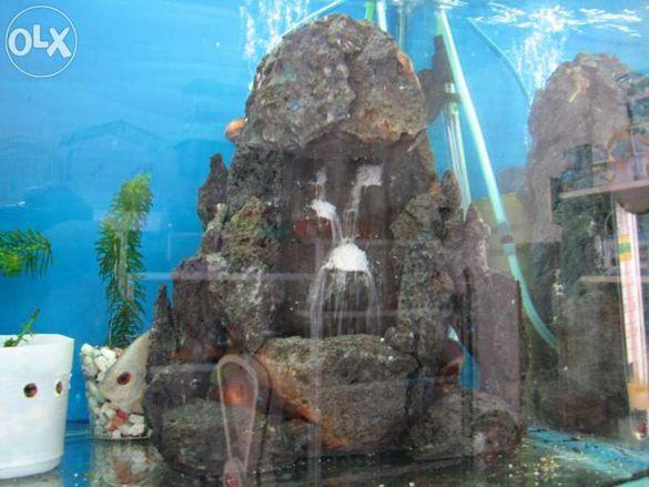 Декорация за аквариум пясъчен водопад направен от вулканични скали
