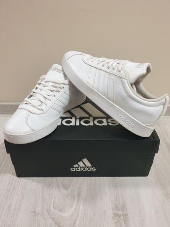 Adidasi Adidas in stare buna, fara uzura,marimea 42 dar merg si pt 43