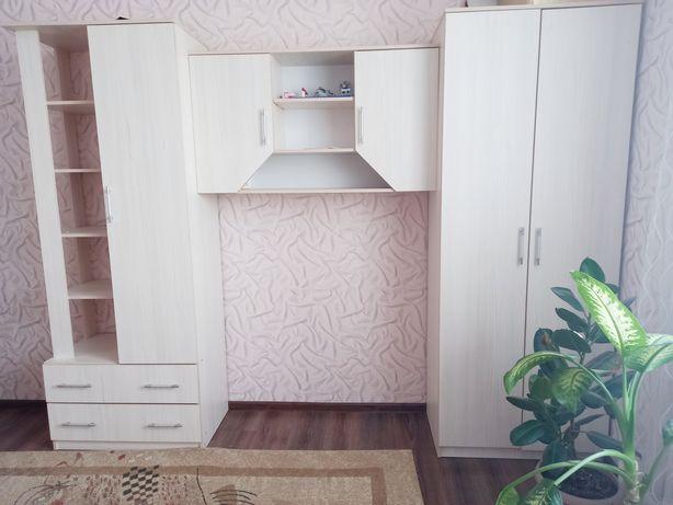 Продам мебель в детскую(шкаф,стол,2кровати)