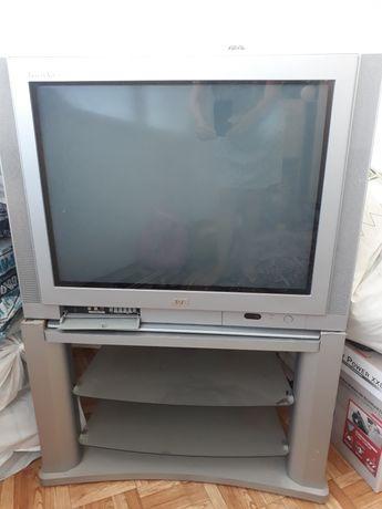 Телевизор  JVC в хорошем состоянии с подставкой