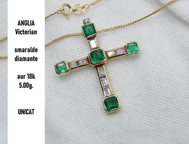 unicat cruciulita cruce aur 18k cu smaralde si diamante