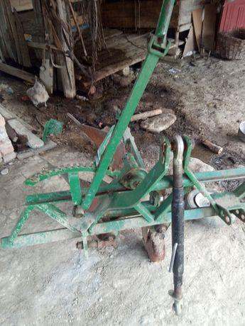 Vând plug Petru tractor