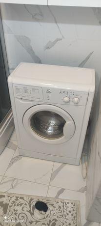 Продам стиральную машину Индезит на 4 кг