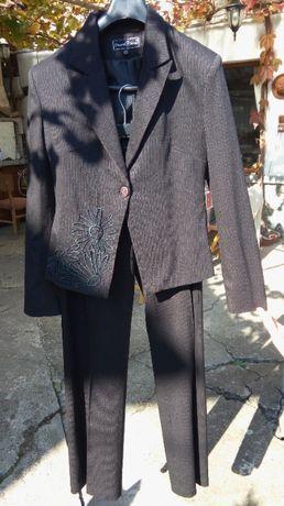 Дамски костюм и риза, фирма Стилна жена
