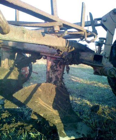 Плуг 2 корпуса на небольшой трактор почти новый